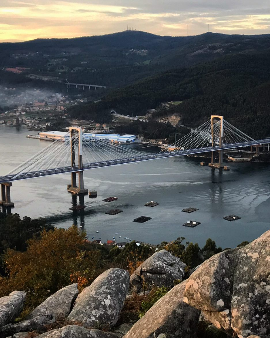 Puente de Rande visto desde Rendondela mejor banco del mundo